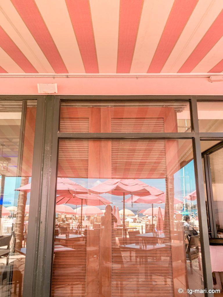 ロイヤルハワイアンのピンクのレストラン「サーフラナイ」