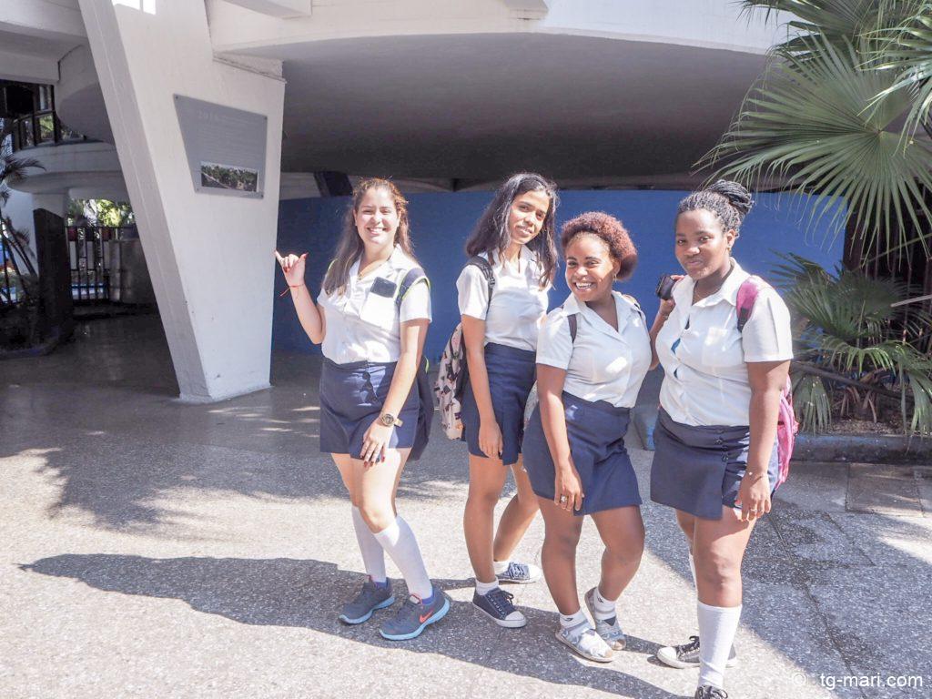 キューバの女子高生