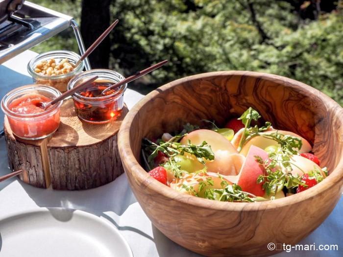 グランピングフルーツ朝食のサラダ