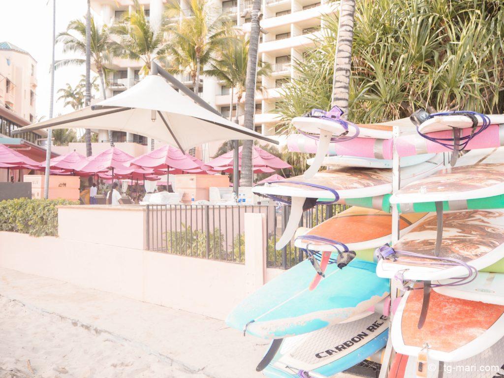 ワイキキビーチの目の前のサーフラナイ