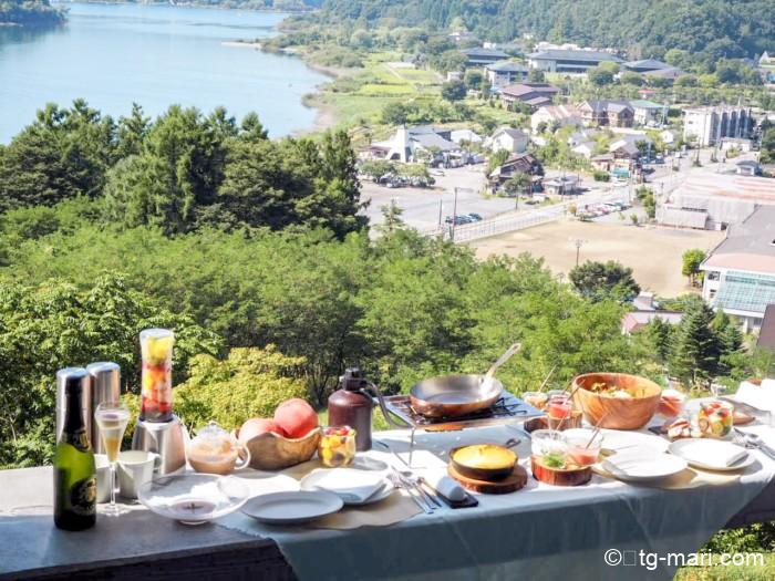 星のや富士のグランピングフルーツ朝食