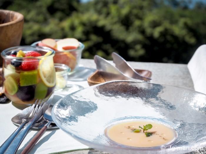 グランピングフルーツ朝食の桃のスープ