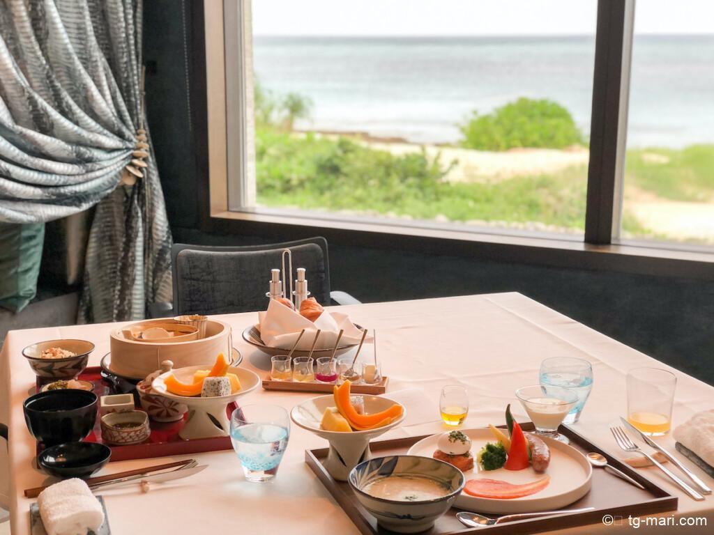 星のや沖縄の朝食ダイニング